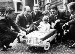 damon_hill_with_graham_hill_and_friends__1961__by_f1_history-d5dshaf